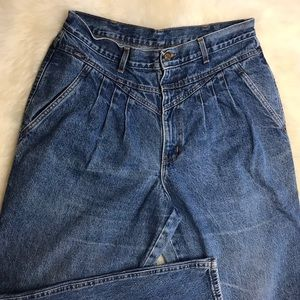 CHIC Vintage high waisted jeans!